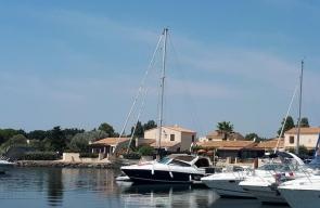 Bateau Prive A Quai - Botel Cap d'Agde